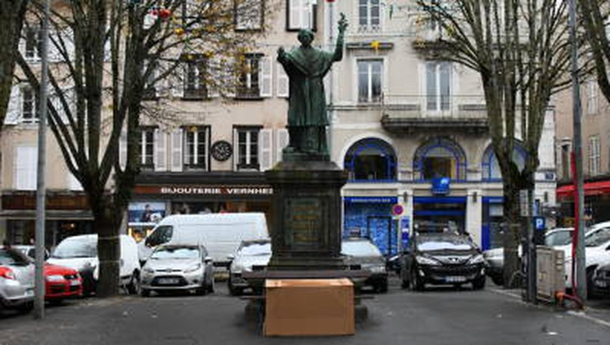 Rodez: une statue place de la Cité au cœur d'une polémique