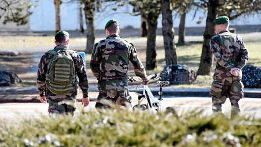 Isère : un homme fonce avec sa voiture sur des militaires