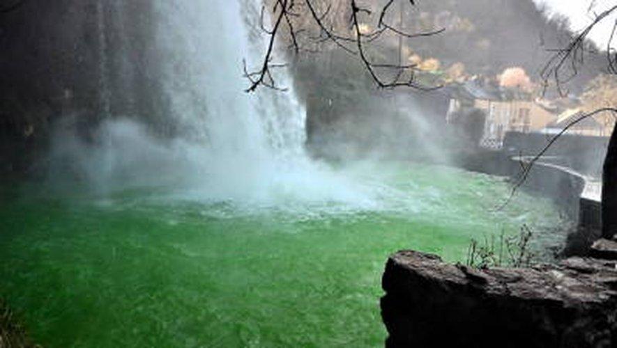 Quand l'eau de la cascade de Salles-la-Source verdit