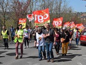 VIDEO. 1500 manifestants défilent à Rodez pour « la convergence des luttes »