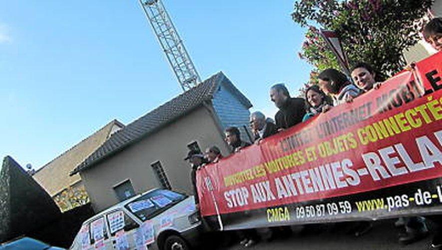 Aveyron : des habitants de La Salvetat-Peyralès militent pour éloigner l'antenne-relais d'Orange