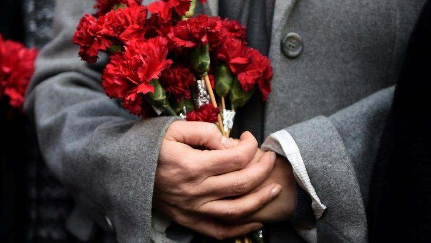 Hommage aux victimes de l'attentat d'Istanbul devant la boîte de nuit Reina à Istanbul, le 2 janvier 2017