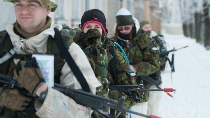 Des paramilitaires s'entraînent à Narva, en Estonie, le 14 janvier 2017