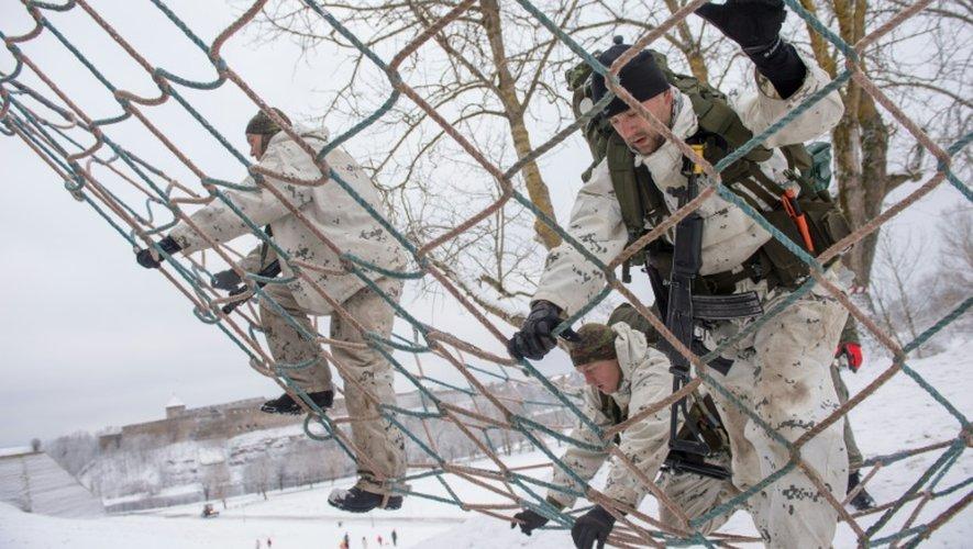 Des paramilitaires participent à des exercices militaires à Narva, en Estonie, le 14 janvier 2017