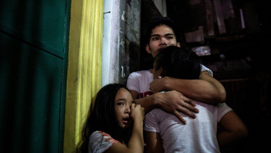 Les proches d'un trafiquant de drogue présumé tué, à Manille, le 4 janvier 2017