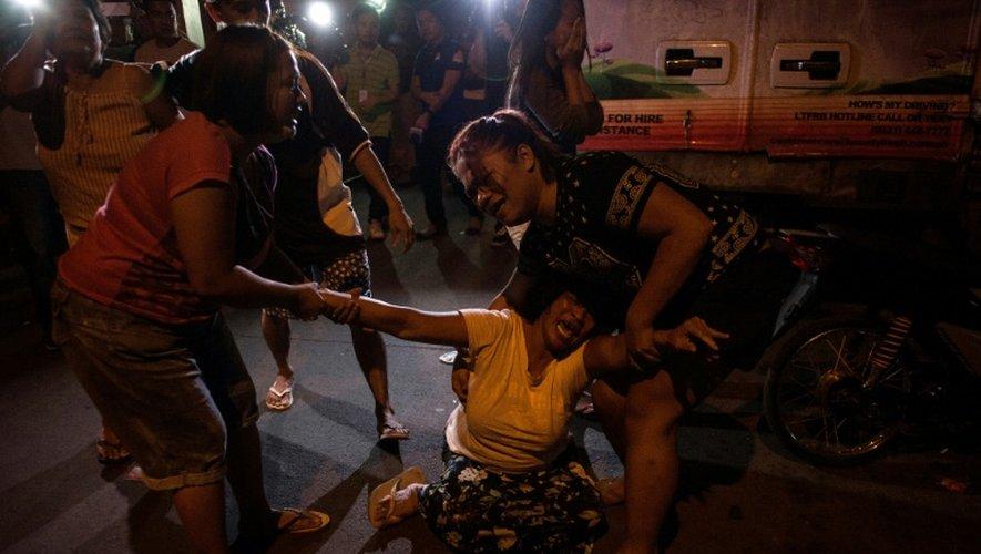 Les proches d'un trafiquant de drogue présumé tué à Manille, le 4 janvier 2017