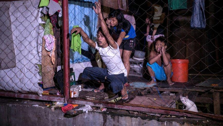 Douleur des proches d'un trafiquant de drogue présumé tué aux Philippines, à Manille, le 4 janvier 2017