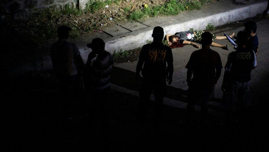 Le corps d'une femme tuée dans la cadre de la guerre antidrogue à Manille, aux Philippines, le 4 janvier 2017