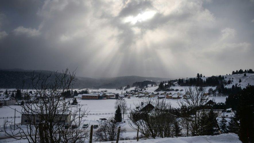 """La localité de Mouthe, surnommée la """"Petite Sibérie"""" dans le Jura, sous la neige le 17 janvier 2017."""