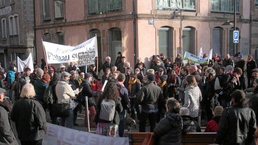 Les manifestants ont effectué un tour de ville.