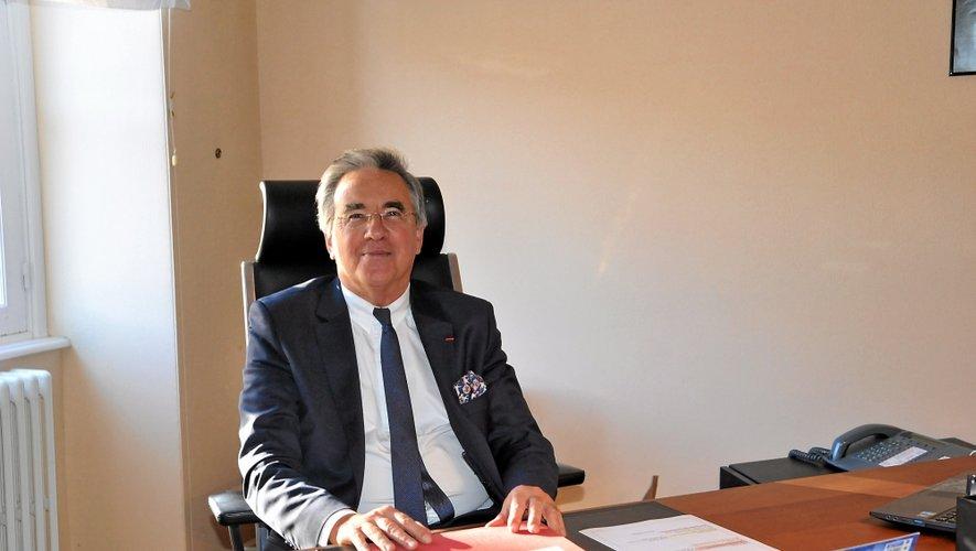 Jean-François Galliard a attendu mardi après-midi  pour s'assoir dans le fauteuil du président du conseil départemental, qui est désormais le sien.