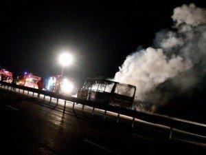 Le bus d'une équipe de rugby part en feu sur l'A75!