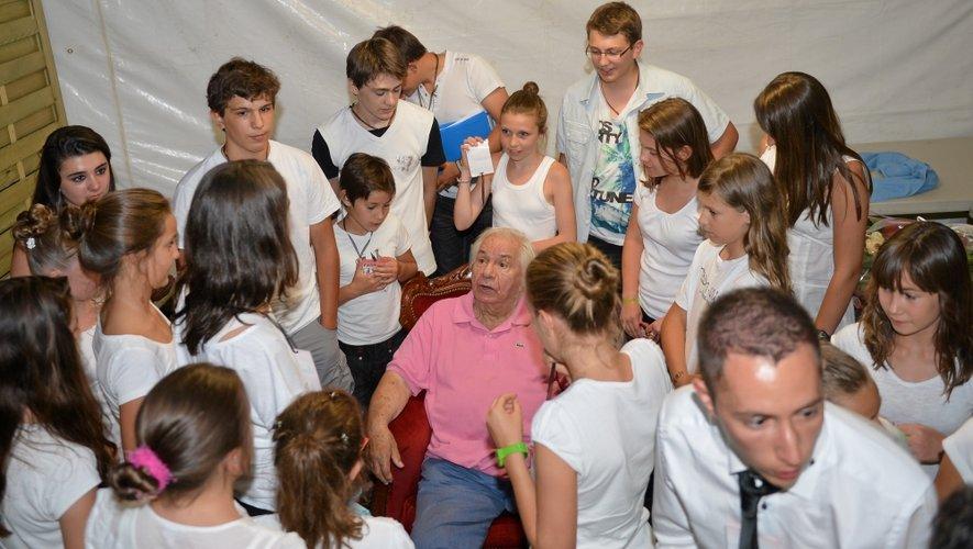 En août 2012, Michel Galabru, le comédien aux plus de 250 films et téléfilms, était venu à la rencontre des jeunes élèves de l'école de théâtre de « Bruits de couloir ».