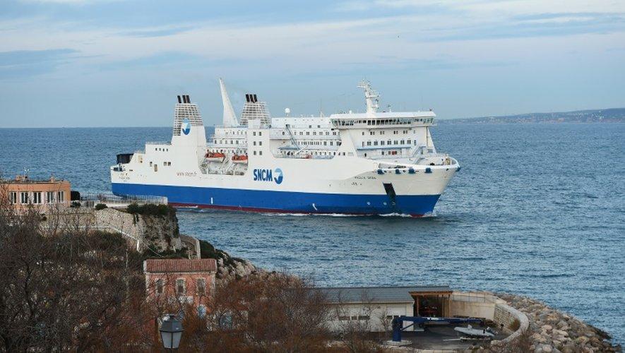 """Arrivée du navire """"Paglia Orba"""" de la SNCM, le 5 janvier 2016 dans le port de Marseille"""