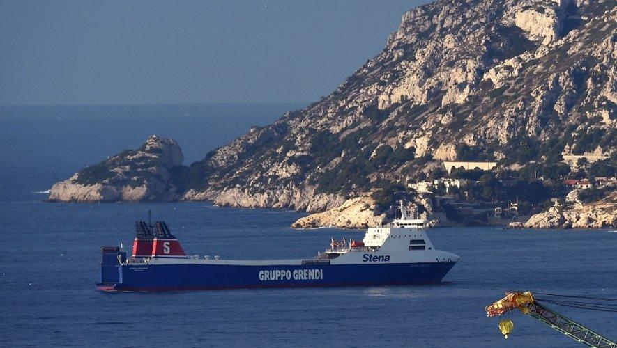 Le Stena Carrier de la compagnie Corsica Linea, au mouillage le 5 janvier 2016 dans la rade de Marseille