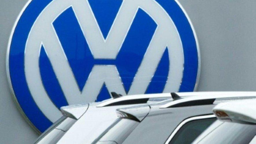 Le logo des voitures Volkswagen, le 29 septembre 2015 chez un distributeur américain de Woodbridge, en Virginie