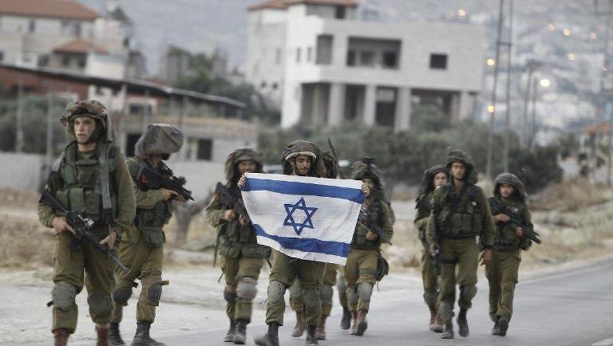 Des soldats israéliens patrouillent au sud de Naplouse, à la recherche de trois jeunes Israéliens qui ont été enlevés, le 20 juin 2014