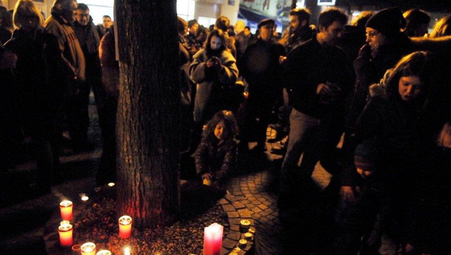 Les Aveyronnais rendent hommage aux victimes de Charlie Hebdo