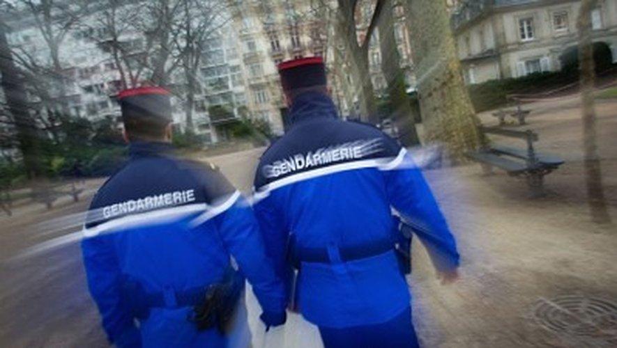 Des gendarmes interviennent pour un braquage et tombent sur le tournage d'un film...
