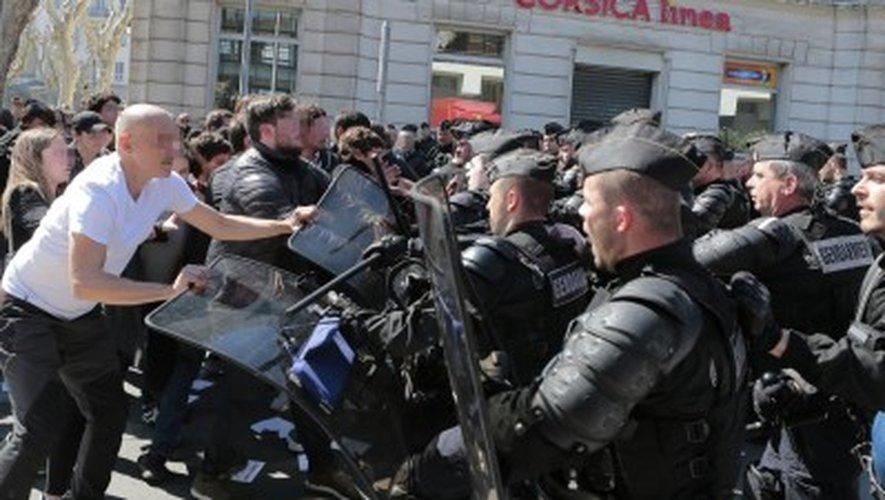 Le meeting de Marine Le Pen à Ajaccio débute par... des bagarres