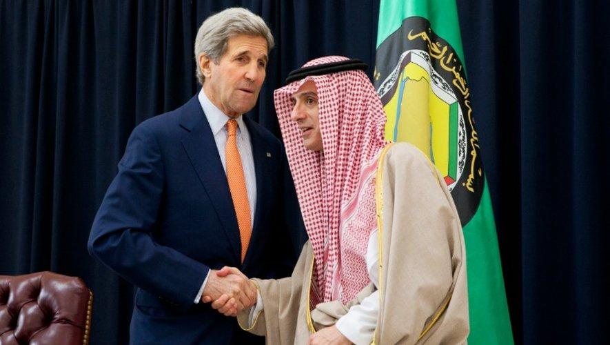 Le ministre des Affaires étrangères saoudien, Adel al-Jubeir (D), et le chef de la diplomatie américaine, John Kerry, le 23 janvier 2016 à Riyad