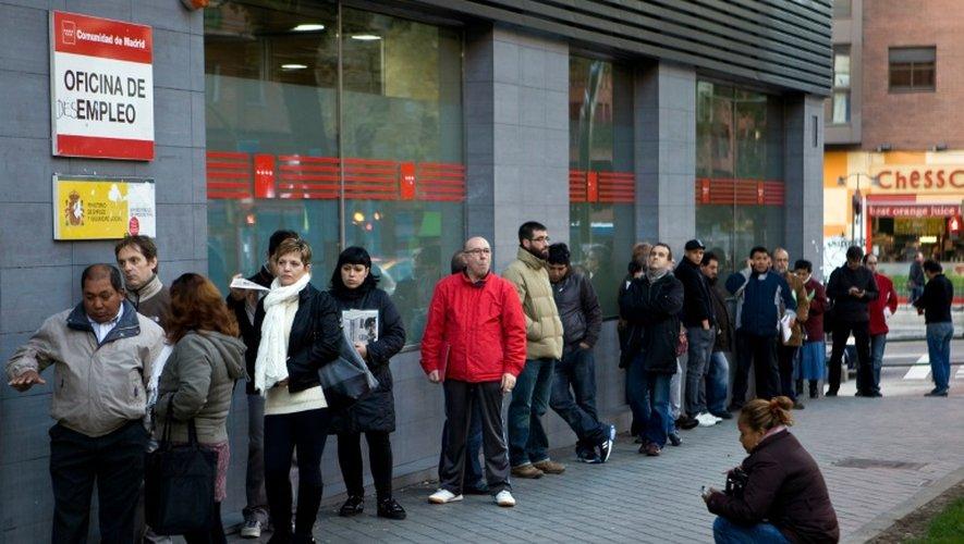 File d'attente devant une agence pour l'emploi le 2 décembre 2014 à Madrid