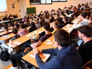 Rodez : la rentrée de l'université Champollion en question(s)