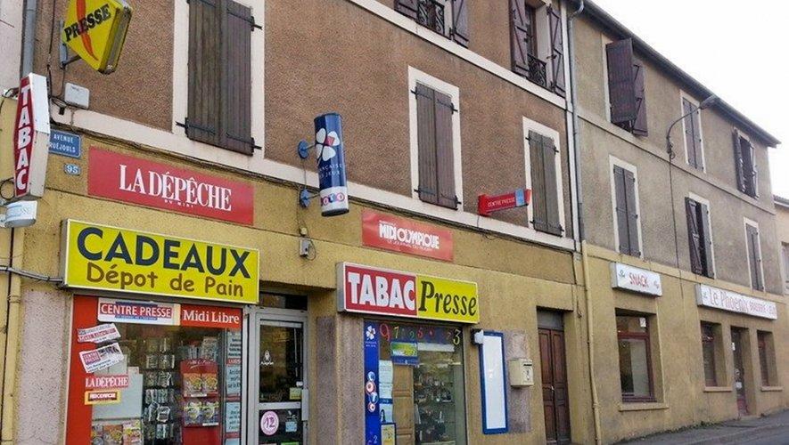 Le braquage s'est déroulé dans un tabac-presse situé au 95 de la rue Maruéjouls à Decazeville,