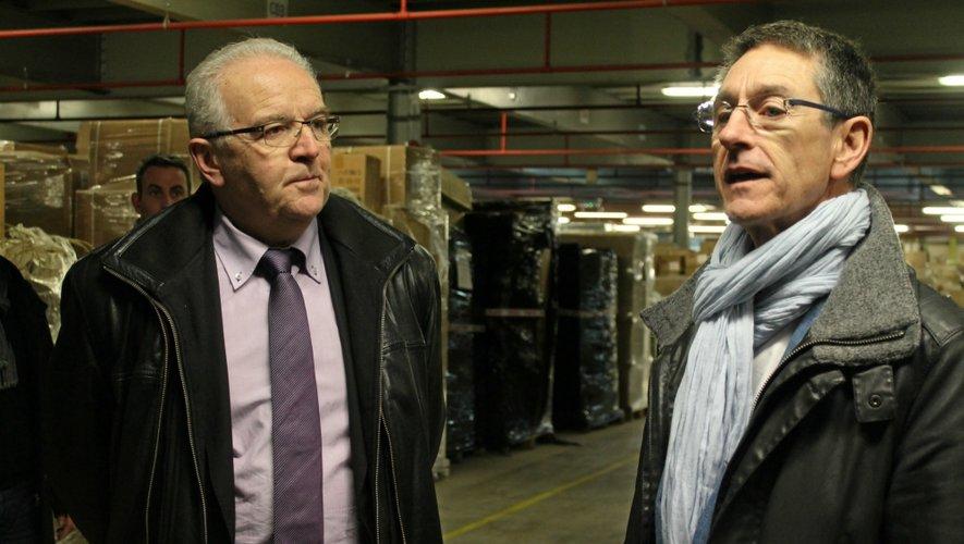 Rémy Adrion, ici en compagnie du maire de Bozouls, Jean-Luc Calmelly espère ouvrir deux magasins en Aveyron.