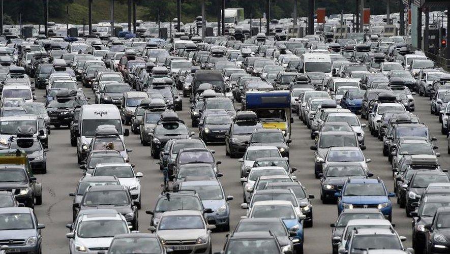 Des bouchons sur l'autoroute près de Vienne le 2 août 2014