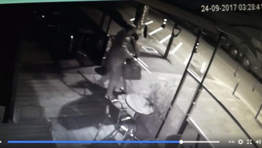 Insolite : ils sont filmés en train de voler des chaises dans un bar ruthénois
