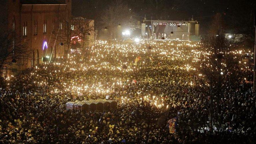 Des manifestants Danois à Copenhague pour rendre hommage aux victimes des attaques ayant visé la communauté juive et un lieu symbolique de la liberté d'expression ce week-end, le 16 février 2015