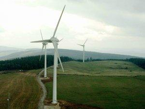 Le Sénat fixe à 1000 mètres la distance entre une éolienne et des habitations