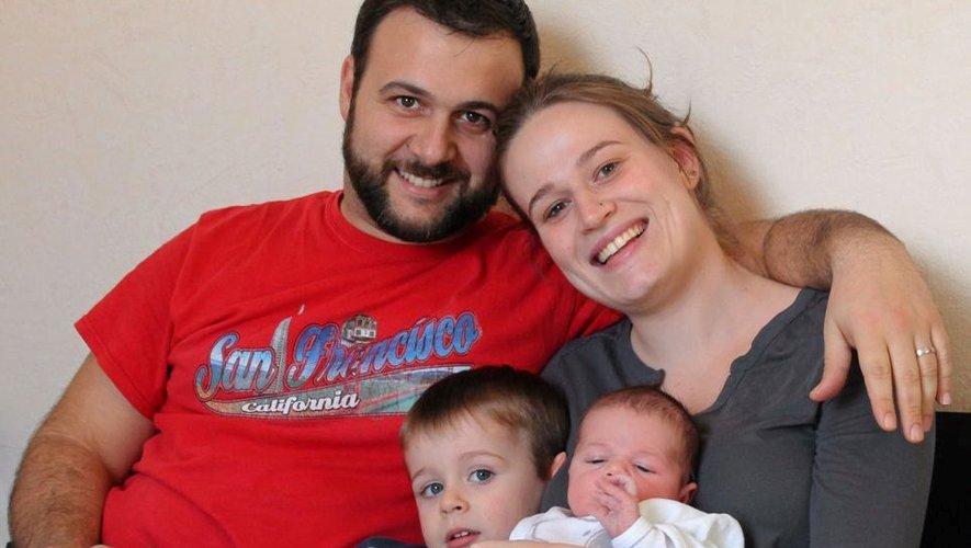 Coralie et Guillaume, déjà jeunes parents du petit Liam, trois ans, évoquent la naissance à la maison, de leur fils Noé, le 12 février à 7h20 du matin.