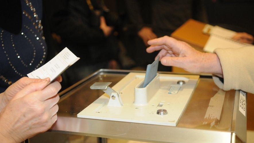 Départementales: le FN en tête des intentions de vote