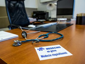 Loi Santé: les médecins libéraux appelés à la grève des urgences