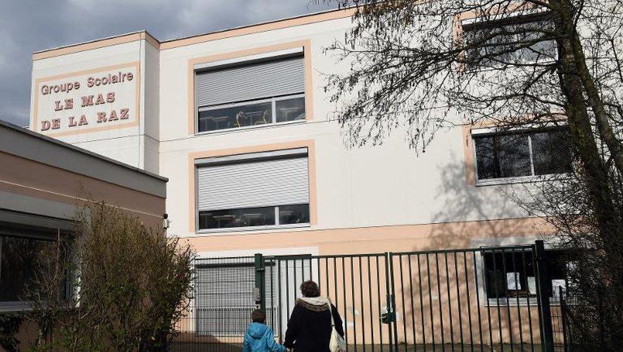 """Vue extérieure de l'école """"Le Mas de la Raz"""" le 24 mars 2015 à  Villefontaine, dont le directeur est soupçonné de viols"""