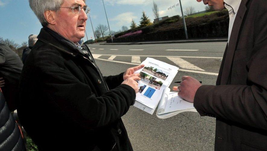 Plan en mains, Jean-Maurice Ooghe, à la direction de la réalisation de la Grande Boucle depuis 1997, a indiqué lundi comment il entendait «filmer» Rodez et l'arrivée de la 13e étape du Tour.