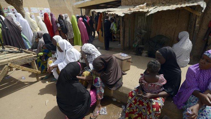 File d'attente devant un bureau de vote à Daura au Nigeria, le 28 mars 2015
