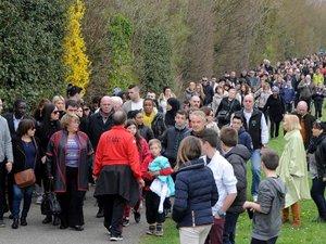 Isère: vive émotion lors d'une marche silencieuse après les viols présumés d'écoliers