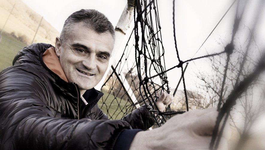 Les bancs de touche, les terrains, qu'ils soient serbes ou français, «Zivko» les côtoient depuis son plus jeune âge. Joueur, entraîneur, les deux à la fois, en coupe d'Europe, en D2 ou en promotion ligue, Zoran Zivkovic c'est une vie de foot.