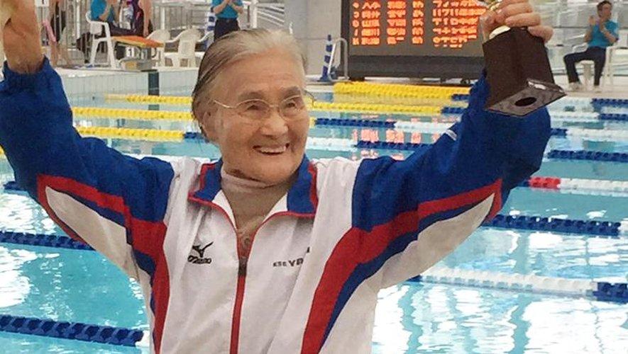 Japon: à 100 ans, elle décroche un record du monde de natation