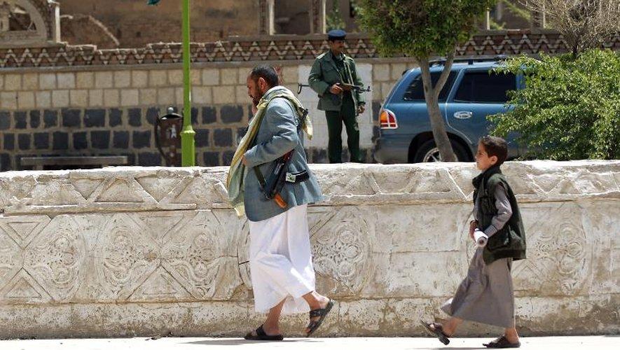 Des partisans de la milice chiite des Houthis lors d'une manifestation à Sanaa, le 6 avril 2015