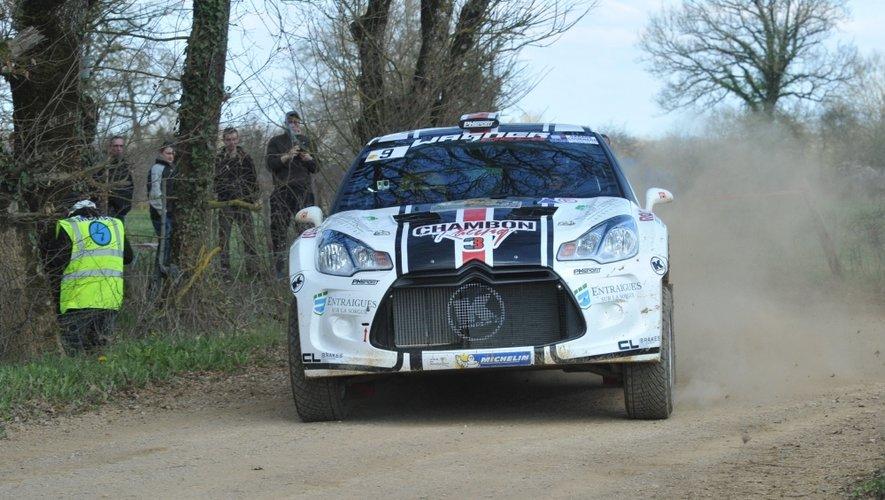 Stéphane Chambon est venu tester sa nouvelle DS3 R5 à Estaing avant de prendre le départ pour le rallye Terre des Causses (8e)