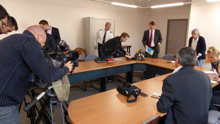 Ce samedi matin, Yves Delperié, procureur de la République de l'Aveyron, et Jean-Pierre Delmas, directeur adjoint de la sécurité publique en Aveyron ont apporté des précisions sur le déroulement du drame d'Aubin.
