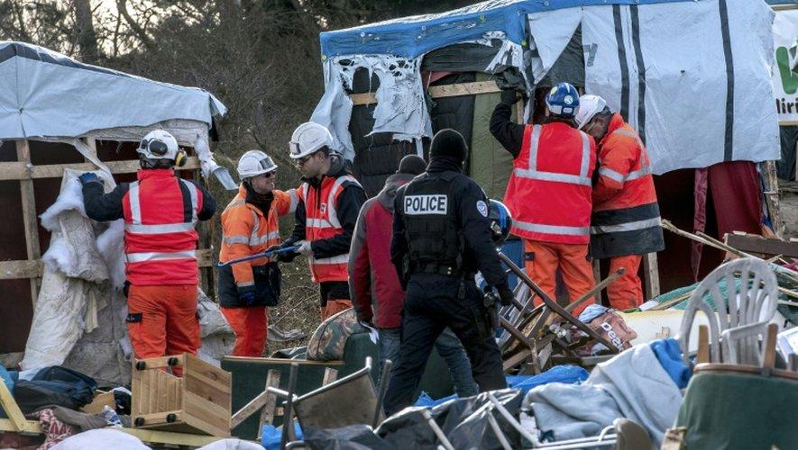 """Démantèlement du camp de migrants la """"jungle"""" le 2 mars 2016 à Calais"""