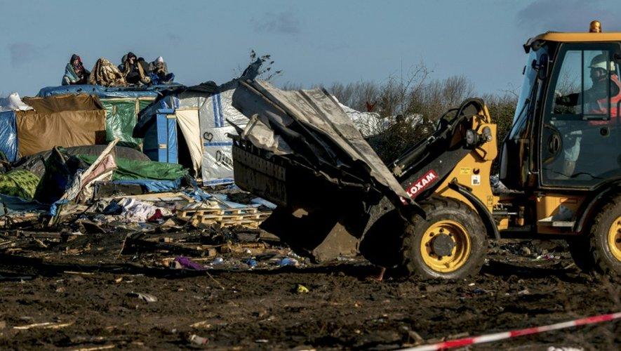 """Démantèlement de la """"Jungle"""" le 2 mars 2016 à Calais"""