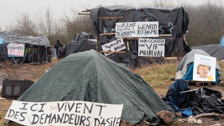 """Camp pour migrants, appelé """"New Jungle"""" ou """"Sangatte sans toit"""", le 3 avril 2015 à Calais"""