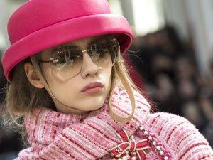 Rose Chanel à Paris pour la Journée de la femme