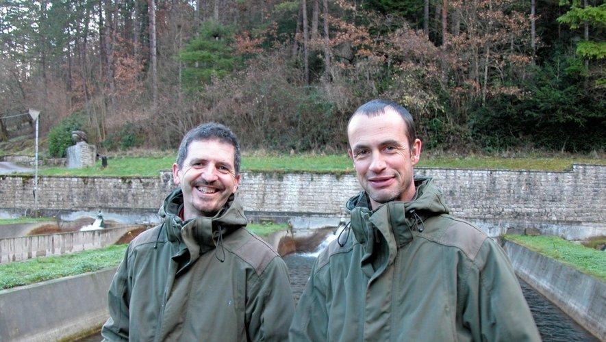 Philippe Cenni et Patrick Cayrel, les deux chevilles ouvrières de la pisciculture fédérale de Lapanouse-de-Cernon.